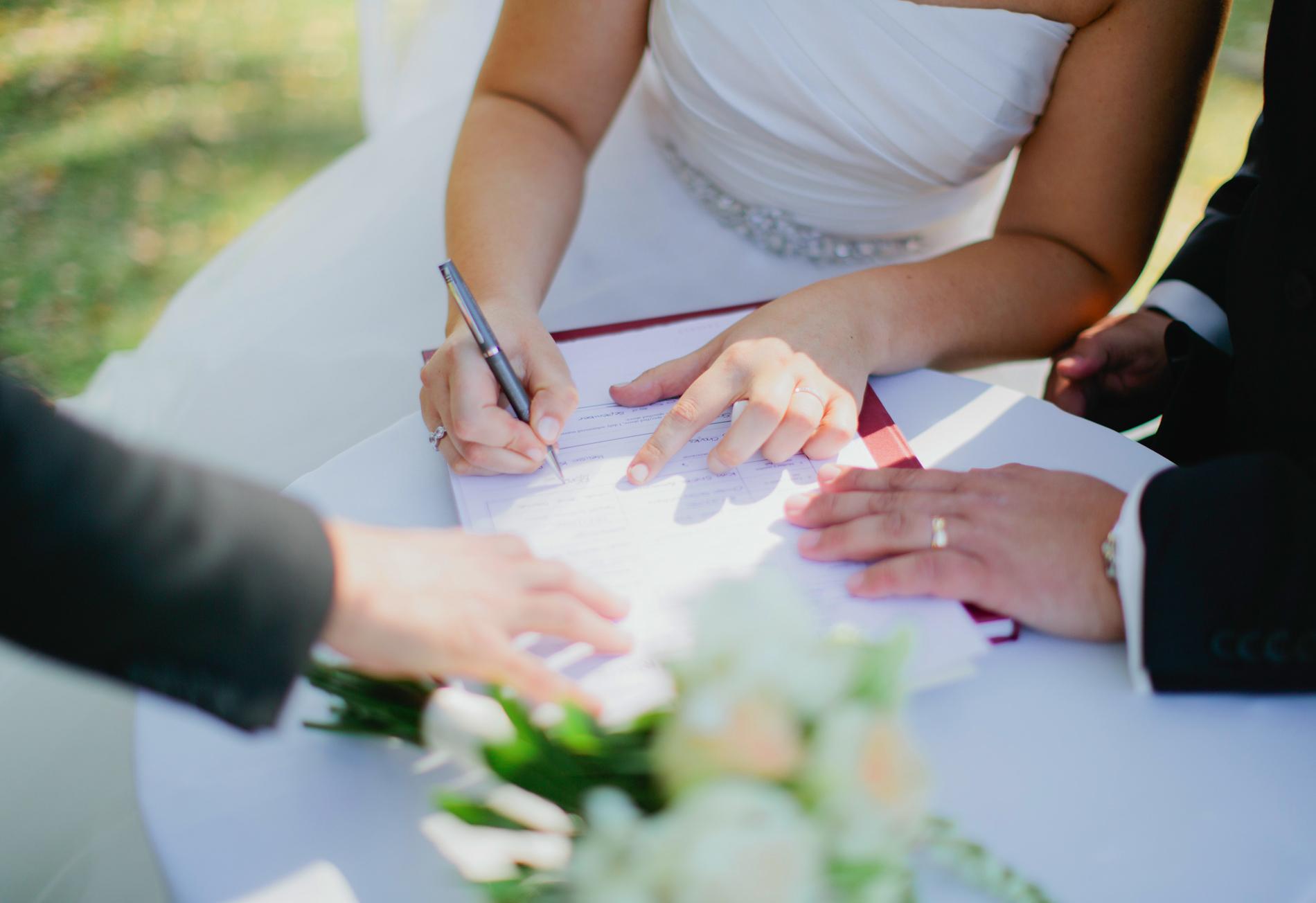 Как и где оформить брачный договор: когда можно заключить и форма контракт