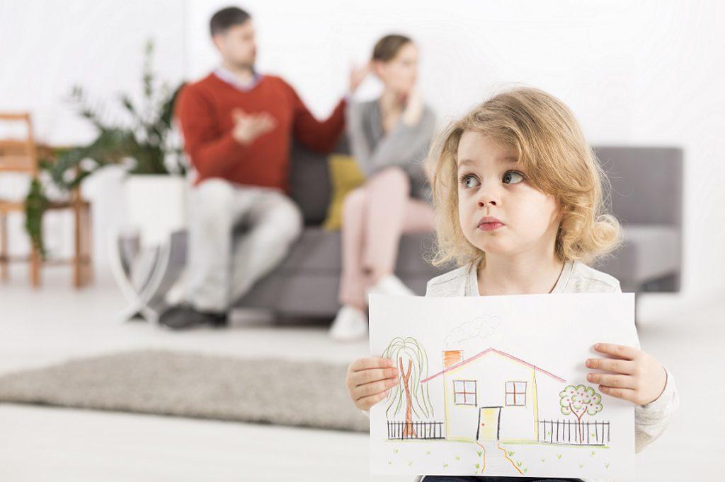 С кем остаться при разводе родителей